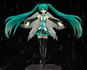 Figures Highlight: Figma Miku 2.0, HGUC Victory Gundam, Nendoroid Kirin Female Hunter dan HG GP Base