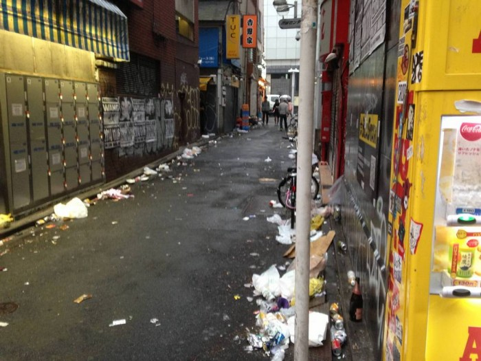 sampah di shibuya after halloween (7)