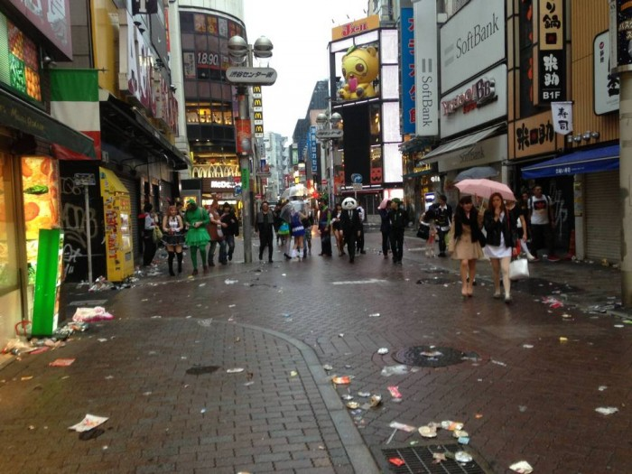sampah di shibuya after halloween (8)