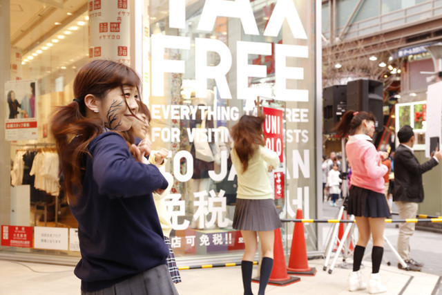JOI - i am a hero promosi lewat uniqlo (2)
